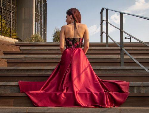 Odpowiednio dobrane sukienki wizytowe kwintesencją smaku i klasy każdej kobiety